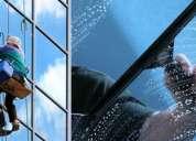 Limpieza de vidrios y tratamiento de pisos