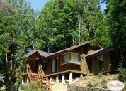 Excelente casa nueva cercana al rio y con bosque nativo