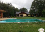 Excelente casa con piscina loteo colegio ingles. en villarrica.
