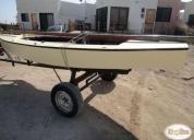 Velero clase pirata navegando madera-fibra con carro en excelente estado