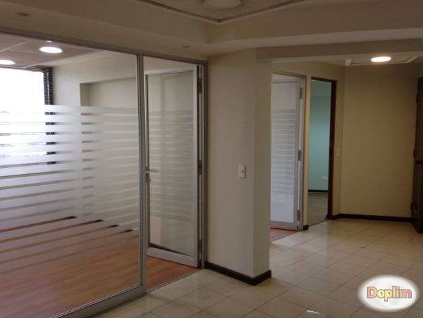 Amplia oficina Edificio Plaza Lyon,Buena oportunidad!