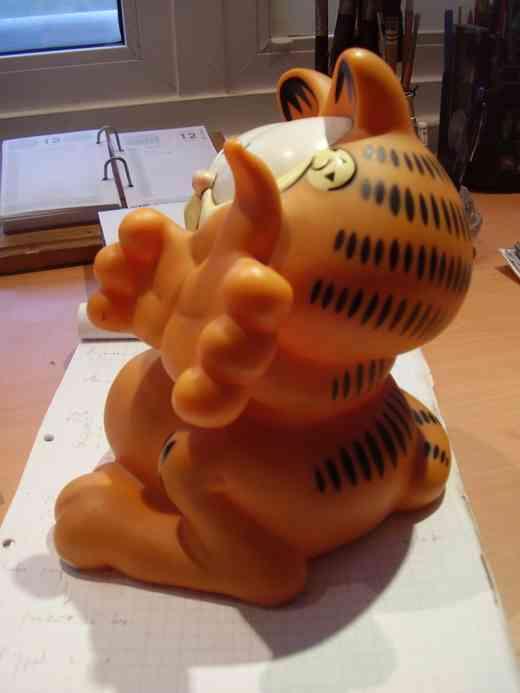 Garfield Figura Plastico Tipo Alcancia  23 x 23 cms  Valor + envío