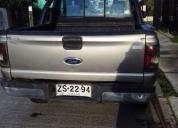 Camioneta Toyota Hilux doble cabina.
