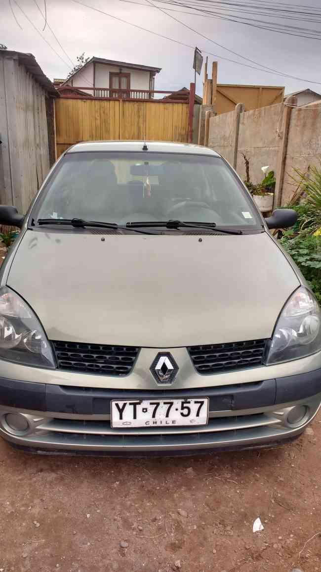 Vendo Renault Clio hachtback full aire acondicionado cierre centralizado radio al volante
