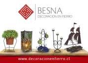 Se venden artículos de decoración en fierro, vidrio, madera, mosaicos, vitrales y otros.