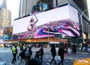 Publicidadexterior en pantallas gigantes de leds tricolor