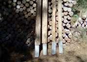 Polines y postes de eucaliptus seco con base de cemento