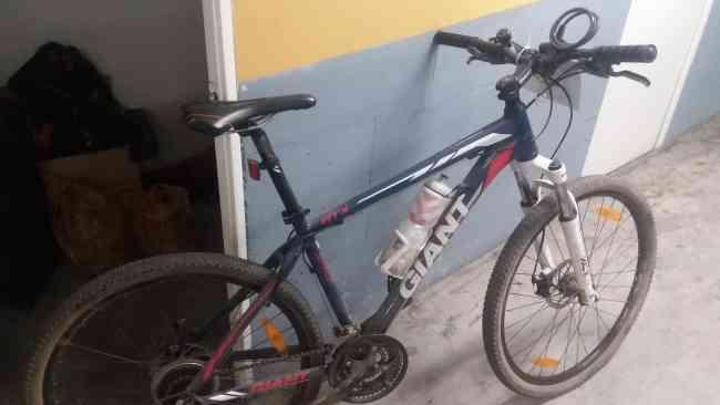 Vendo bicicleta GIANT ATX 27.5 NUEVA !