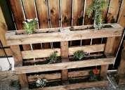 Jardinera vertical de madera