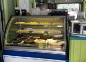 Prestigiosa cafetería gelatería pastelería.