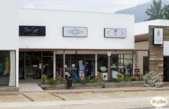 Excelente Local Comercial en Strip Center de Machali