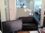 Oficina amplia con terraza y sala de reuniones.