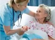 Se ofrece paramedico para cuidados