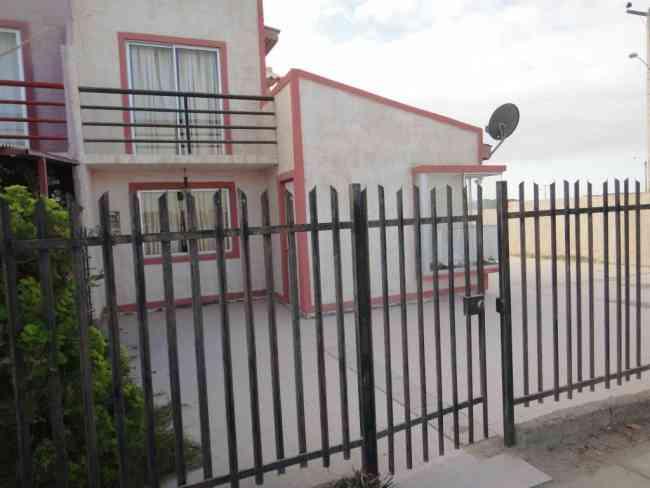 Casa 2 pisos Completamente Amueblada Playa Calderilla 3 dormitorios