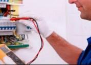 Maestro electricista a su disponibilidad