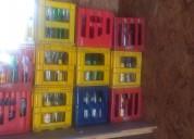 Se venden cajas de bebidas con botellas incluidas