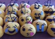 Emojis colgantes para cumpleaños.