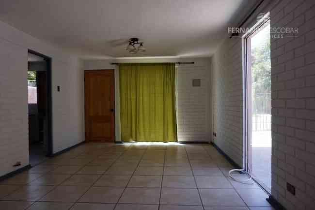 FERNANDEZ ESCOBAR Arrienda Casa 3D 2B Condominio Los Alamos Los Andes