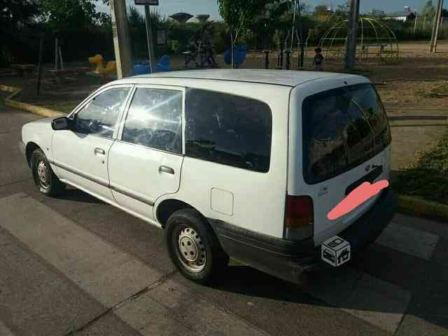 VENDO NISSAN V-16 STATION WAGON FAMILIAR, COLOR BLANCO AÑO 1995