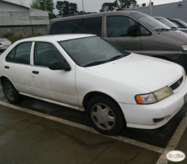 Excelente Nissan sentra 2