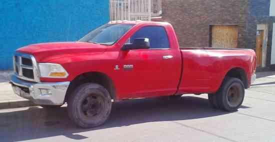 Camioneta Dodge Ram 3500 doble rodado 4X4