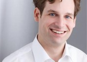 Cientista politico aleman ensena ingles britanico en grupos o clases individuales en santiago