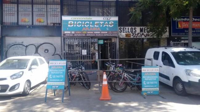 derechos de llave local de bicicletas en irarrazaval santiago