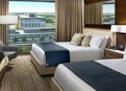 Contratación de hoteles y restaurantes que los tra