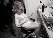 Peinado y maquillaje profesional en studio
