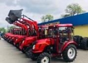 Tractor 4x4 con cargador frontal nuevo