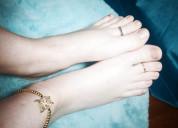 Se venden fotos y videos de pies, manos, piernas